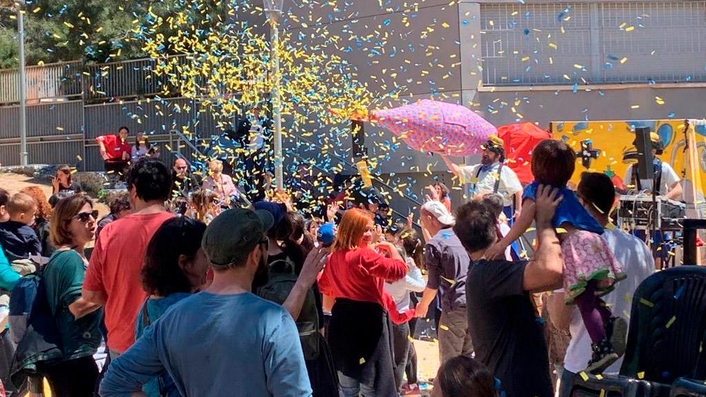 Construcción comunitaria Enriquezarte Centro Cultural Barcelona Eventos populares en la vía pública 2